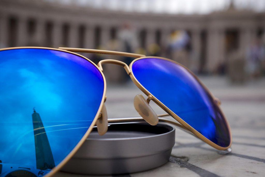 okulary ray-ban z niebieskimi soczewkami